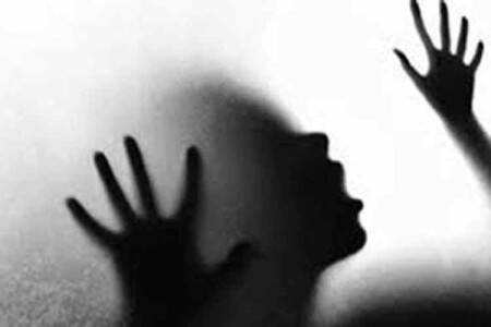 minor girls rescued, prostitution in chennai, a 24 year old woman arrested, பாலியல் தொழிலில் இருந்து சிறுமிகள் மீட்பு, சென்னையில் பாலியல் தொழில், 24 வயது பெண் கைது, the girl is seven months pregnant, police raid,