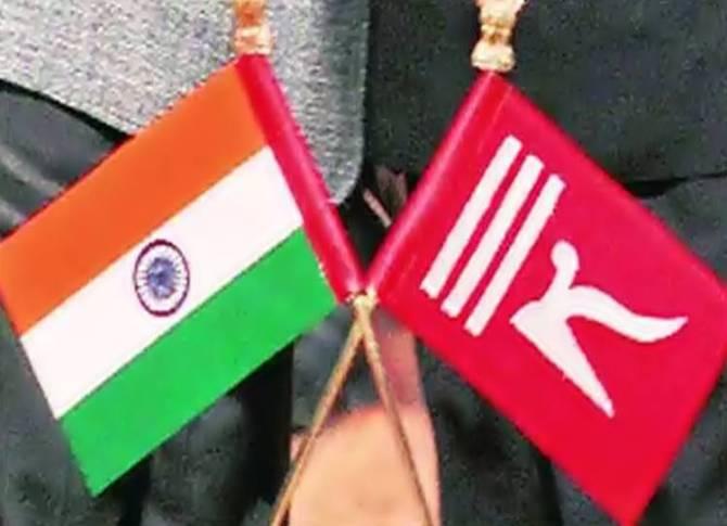 jammu kashmir special status scrapped flag no longer - ஜம்மு & காஷ்மீர் சிறப்பு அந்தஸ்து நீக்கம்... இனி சிகப்பு கொடி அங்கு பறக்க முடியாது!