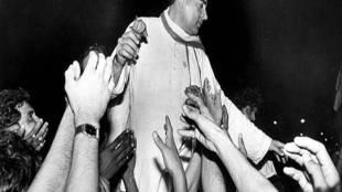 Rajiv Gandhi 75th Birth Anniversary facts and photos - 'என்னை கடவுள் பார்த்துக் கொள்வார்' - ராஜீவ் காந்தி பிறந்தநாள் ஸ்பெஷல் அப்டேட்ஸ்