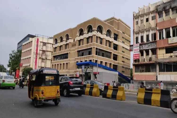 Anna Salai became two-way again, anna salai, mount road, anna salai two way, greater chennai traffic police, anna flyover, அண்ணாசாலை, சென்னை, lic building, royapettah, anna salai one way, chennai news, Tamil indian express news
