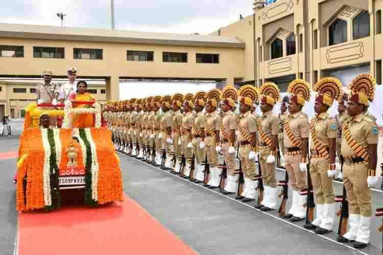 Tamilisai Soundararajan Swearing, Telangana Governor Tamilisai Soundararajan,தமிழிசை சௌந்தரராஜன் ஆளுநராக பதவியேற்பு, குமரி அனந்தன், ஓ.பன்னீர்செல்வம் பங்கேற்பு, Congress Leader Kumari Ananthan, Tamilisai Soundararajan, Tamil Nadu Deputy CM O.Panneerselvam participated, Tamil Nadu Ministers participated