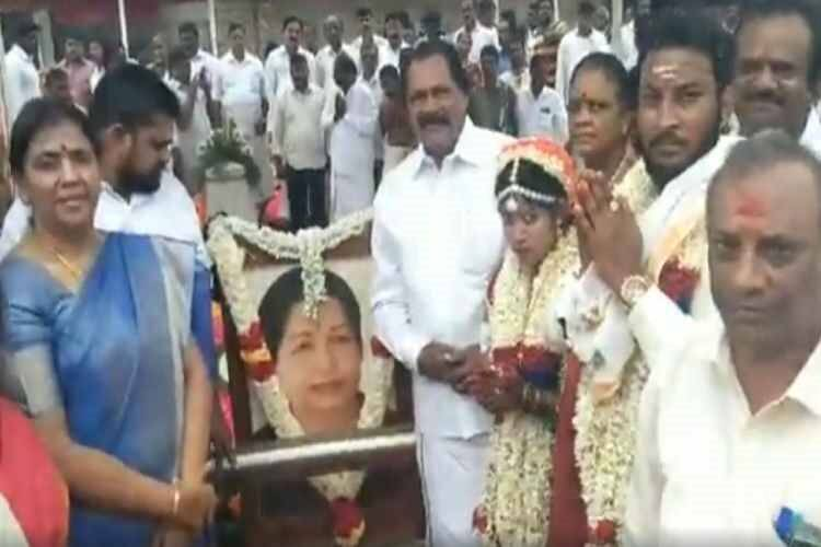 Marriage in Jayalalitha mausoleum, Marriage in Jayalalitha Samadhi, ஜெயலலிதா சமாதியில் திருமணம், ஜெயலலிதா சமாதி, அதிமுக, AIADMK leader son marriage in Jayalalitha Samadhi, aiadmk, Chennai, J Jayalalithaa, jayalalitha, Tamil Nadu, AIADMK Supremo Jayalalitha late, Tamil Indian Express