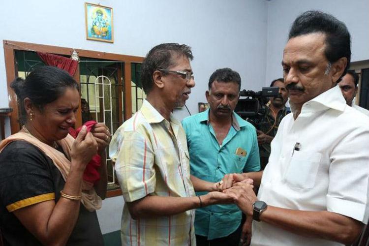 mk stalin meets subhasri family