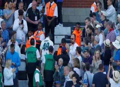 Ashes 2019 Steve Smith received standing ovation in final innings - கோபத்தை விட பொறுமைக்கு வீரியம் அதிகம்! - நிரூபித்த ஸ்டீவ் ஸ்மித், எழுந்து இங்கிலாந்து