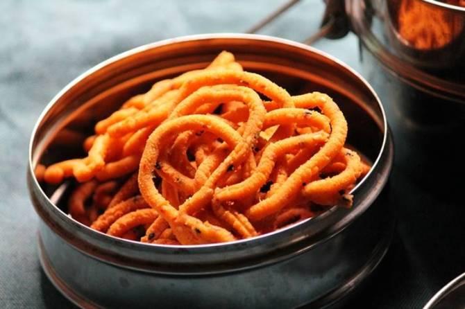 Diwali 2019 celebrations snacks Kaara thattai Garlic Murukku
