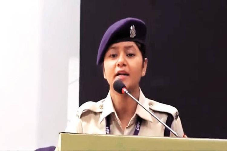 Khushboo Chauhan CRPF Viral Video Triggers Human Rights in Indian : குஸ்பூ சவுகான்