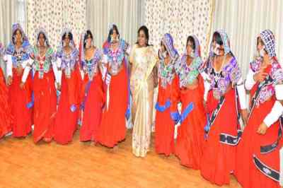 Tamilisai Soundararajan Dance With Tribal people
