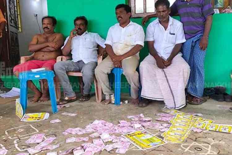 Nanguneri, People of Ambalam village roundup DMK MLA K S Saravanakumar, DMK MLA K S Saravanakumar attacked by villagers, நாங்குநேரி இடைத்தேர்தல், திமுக எம்.எல்.ஏ கே எஸ் சரவணகுமார் மீது தாக்குதல், பறக்கும்படை ரூ.2.78 லட்சம் பணம் பறிமுதல், Nanguneri by-election, DMK, Congress, AIADMK, Seize Rs 2.78 lakhs cash, K S Saravanakumar complained on villagers