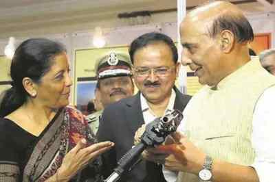 nirmala sitharaman rafale shastra puja, rajnath singh, rafale delivery, iaf, rajnath shashtra puja, finance minister nirmala sitharaman, ரஃபேல் விமானம், நிர்மலா சீதாராமன், ராஜ்நாத் சிங், ஆயுத பூஜை, defence ministeer rajanath singh, Tamil indian express