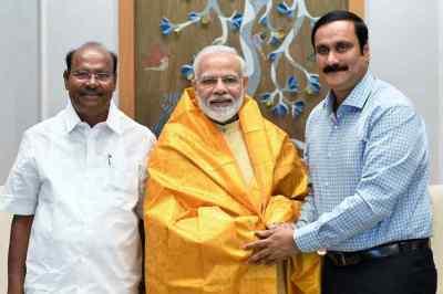 PMK Founder Ramadoss met PM Modi, Ramadoss and Anbumani Ramadoss met PM Modi, Ramadoss met PM Modi in Delhi, பாமக நிறுவனர் ராமதாஸ் பிதமர் மோடி சந்திப்பு, ராமதாஸ், அன்புமணி மோடி சந்திப்பு, PMK Founder Ramadoss, former minister anbumani, BJP
