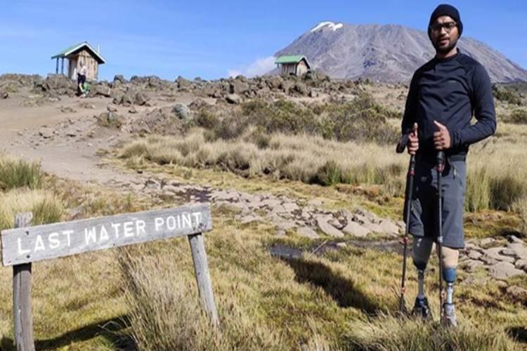 Double amputee who scaled Kilimanjaro raises bar, next target Mount Everest says - இரு கால்களுமின்றி கிளிமஞ்சாரோ மலை உச்சியைத் தொட்ட சாதனையாளர் - அடுத்த இலக்கு எவரெஸ்ட்