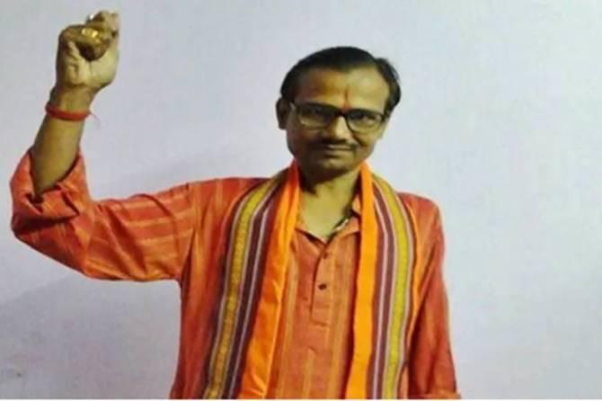 Kamlesh Tiwari murder: UP Police arrest three persons - ஸ்வீட் பாக்ஸில் ஆயுதம்; காட்டிக் கொடுத்த சிசிடிவி - இந்து மகா சபை தலைவர் கொலையில் மூவர் கைது