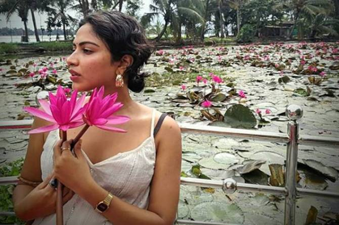 amalapaul viral video, mango kissing