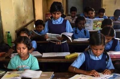 வரும் கல்வி ஆண்டில் புதிய பாடத்திட்டம்: ஆசிரியர்களிடம் கருத்து கேட்கும் மத்திய அமைச்சர்
