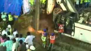 boy falls in borewell, save Surjith, Thanthi Tv live, pudhiya thalaimurai live , Surjith news, Surjith, சுர்ஜித், சுர்ஜித் செய்திகள், மணப்பாறை, நடுக்காட்டுப்பட்டி, manapparai, nadukkaduppatti, surjit Rescue operation, Surjith IIT operation, Surjith Tamilnadu, Surjith oxygen Supply, manapuram Surjith, surjith news, surjith live, manapparai surjith, raining in nadukkattuppatti