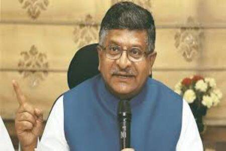 ravi shankar prasad on economic slowdown, Ravi Shankar Prasad denies economic slowdown, india economic slowdown, ரவிசங்கர் பிரசாத், பொருளாதார மந்தநிலையை மறுத்த ரவிசங்கர் பிரசாத், 3 படங்கள் ஒரே நாளில் ரூ.120 கோடி வசூல்,Three movies made Rs 120 crore in a day, ravi shankar prasad bollywood movie collection, bollywood movie success economy slowdown, india news, Tamil indian express