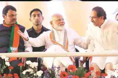 மகாராஷ்டிரா தேர்தல்: எதிர்ப்புகள் இல்லையென்றால் ஏன் இத்தனை மோடி-அமித்ஷா கூட்டம்; சிவசேனா கேள்வி
