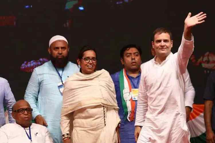 Maharashtra elections, Maharashtra election news, Dharavi elections, Congess Dharavi seat, BJP-Sena seats in Maharashtra, மகாராஷ்டிரா தேர்தல், தாராவி சட்டமன்ற தொகுதி, காங்கிரஸ் கோட்டை, பாஜக - சிவசேனா கூட்டணி, Maharashtra election results, Dharavi, Congress bastion,Congress Dharavi MLA Varsha Gaikwad