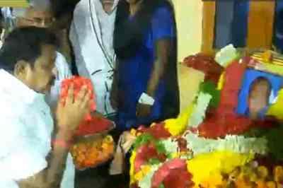 sujith death, sujith family cm palaniswami announced rs 10 lakhs compensation, cm palaniswami tribute to sujith, sujith, sorry sujith, boy fall in bore well, Sujiht family mourned, sujith body recued, sujith dead, sujith body decomposed, sujith family suffered, சுஜித் மரணம், சுஜித் உடல் மீட்பு, சுஜித் பெற்றோர்கள், சுஜித்தின் சிதைந்த உடல் மீட்பு, முதல்வர் பழனிசாமி நிவாரணம் அறிவிப்பு, சுஜித் குடும்பத்துகு ரூ.10 லட்சம் நிவாரணம், sujith rescue fail, Sujith family mourned his death, couldn't see sujith's face the last time, sujith body badly decomposed