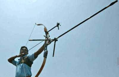 Civil services officers learn archery
