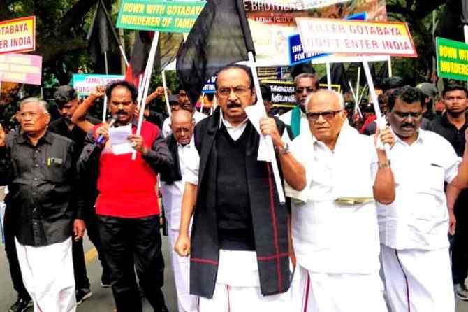 Vaiko demonstrates in Delhi, MDMK Chief Vaiko protest in Delhi, இலங்கை அதிபர் கோத்தபய ராஜபக்ச வருகைக்கு எதிர்ப்பு, கோத்தபய ராஜபக்ச வருகையை எதிர்த்து வைகோ டெல்லியில் ஆர்ப்பாட்டம், MDMK members protest in Delhi, Vaiko protest against Sri Lankan President's visit, ராஜபக்ச வருகையை எதிர்த்து மதிமுகவினர் ஆர்ப்பாட்டம்,Vaiko arrest in Delhi, opposed to Sri Lankan President's visit to india