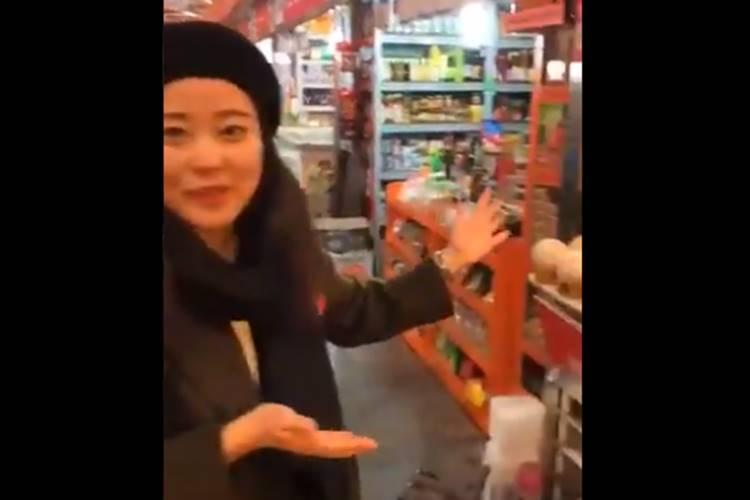 chinese guide speaks tamil with tourists viral video - சீனா வரும் சுற்றுலாப் பயணிகளுக்கு தமிழில் பெருமைகளைச் சொல்லும் சீனப் பெண் (வீடியோ)