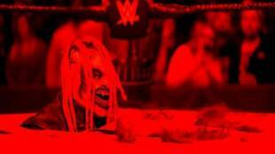 SmackDown The Fiend Bray Wyatt takes a piece of Daniel Bryan - WWE SmackDown: ரசிகர்களை மிரள வைத்த பிரே வியட்! கதிகலங்கிய டேனியல் பிரையன்
