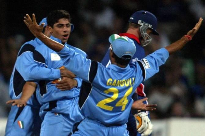 nehra 6 wickets vs england world cup 2003 cricket flash back - உலகக் கோப்பைக்கு முன் தாய்க்கு நெஹ்ரா அளித்த 2 வாக்குறுதி... ஒன்னு இங்க இருக்கு; இன்னொன்னு எங்க?