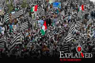 azadi march, Azadi March in Pakistan, azadi march pakistan, pakistan azadi march, pakistan economy, பாகிஸ்தானில் ஆசாதி பேரணி, இம்ரான் கான், பாகிஸ்தான், pakistan economy growth, imran khan, pakistan prime minister, jamiat-e-ulema-islami leader maulana fazlur rehman, மௌலானா ஃபஸ்லுர் ரெஹ்மான், the indian express explained, Tamil indian express