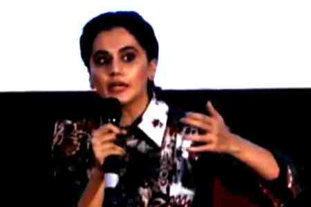 Actress Taapsee Pannu refuses to speak in hindi, audience asks at Topsee pannu, Taapsee Pannu refuses to speak in hindi, டாப்ஸி பன்னு, இந்தியில் பேச மறுத்த டாப்ஸி பன்னு, Goa 50th Internation film festival of India, Topsee Pannu, bollywood, kollywood, tollywood, south indian actress taapsee pannu