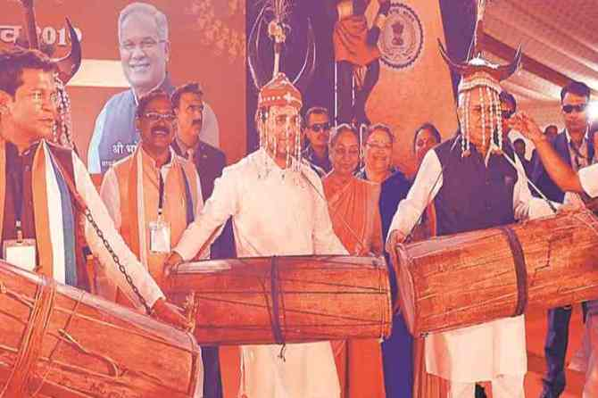 rahul gandhi,rahul gandhi dancing with tribal, national tribal dance festival, ராகுல் காந்தி, பழங்குடியினர்களுடன் நடனம் ஆடிய ராகுல் காந்தி, Chhattisgarh,Raipur, congress leader rahul gandhi dancing with tribal