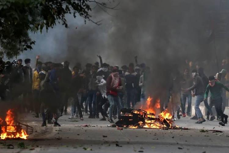 Will take 'badla' on those who indulged in violence UP CM on CAA protests - 'போராட்டத்தில் ஈடுபடுபவர்களின் சொத்துகளை ஏலத்தில் விடுவோம்; அரசு பழி வாங்கும்' - உ.பி. முதல்வர் எச்சரிக்கை