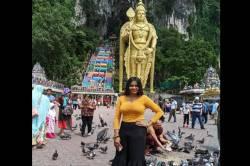 actress shalu shamu latest viral video - சிலை முன்பு இவ்வளவு கவர்ச்சி தேவையா? - ரசிகர்களை கிறங்கடிக்கும் ஷாலு ஷம்மு வீடியோ