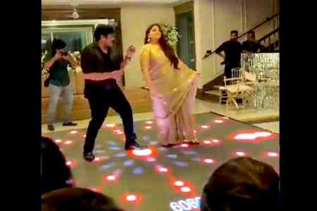 Actress Kushboo, Kushboo dance with Chiranjeevi, Kushboo mass dance in 80s starred reunion, 1980s cinema stars reunion, 80-கள் நடிர்கள் சந்திப்பு, குஷ்பு மாஸ் டான்ஸ், சிரஞ்சீவியுடன் குஷ்பு மாஸ் டான்ஸ், ஹே பாப்பா ஹே பாப்பா, Kushboo mass dance with chiranjeevi, 1980s south indian cinema stars reunion, south indian cinema stars, Chiranjeevi, Nagarjuna, Kushboo, Mohanlal, Radhika, Suhasini