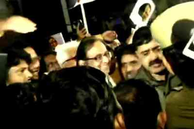 chidambaram walks out of jail, p chidambaram inx media case, chidambaram arrested cbi ed inx media, ப.சிதம்பரம் சிறையிலிருந்து வெளியே வந்தார், ப.சிதம்பரம் ஜாமீனில் வெளியே வந்தார், supreme court bail chidambaram, chidambaram walks out by bail, ஐ.என்.எக்ஸ் மீடியா வழக்கு, chidambaram bail, chidambaram released by bail, chidambaram released from tihar jail