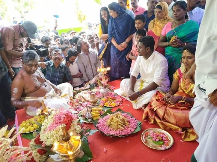 Kerala Hindu couple married in cheruvally Muslim Jamaat mosque