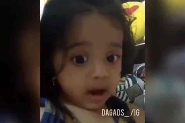 girl child speaking video, kannada girl child video, வைரல் வீடியோ, அப்பாக்கள் கொண்டாடும் வீடியோ, girl child says love daddy, twitter video, viral video, facebook video, funny video