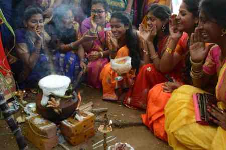 Pongal festival celebrations, pongal 2020, pongal celebrations at women college, பொங்கல் 2020, பொங்கல் கொண்டாட்டம், pongal celebrations in chennai, women College students pongal celebrations, girls pongal celebrations, pongal celebrations, pongal festival