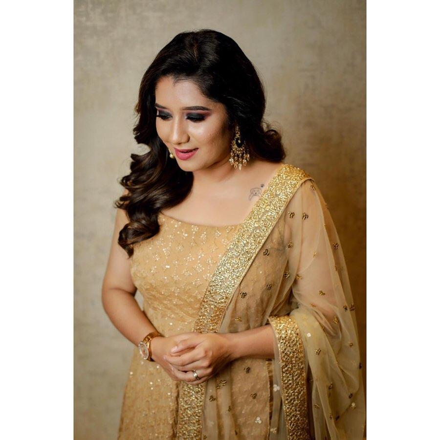 Priyanka Deshpande photo gallery