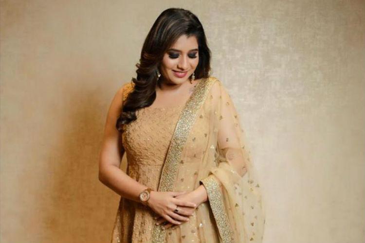 Priyanka Deshpande, vijay tv