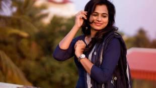 actress ramya pandian new year photo - புத்தாண்டுக்கு ரம்யா பாண்டியனிடம் இருந்து இப்படி ஒரு போட்டோவை எதிர்பார்க்கல