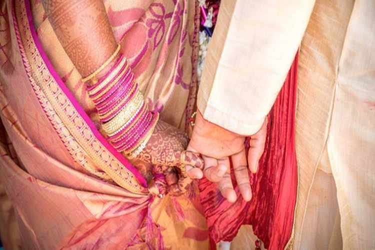 surat wedding, groom's father elopes , surat news, gujarat news, indian express news