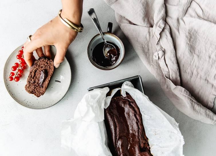 Natural ways to find happiness, Dark chocolate, Nuts and seeds, Salmon, Blueberries, aromatherapy, மகிழ்ச்சி தரும் உணவுகள், மனச்சோர்வு, டார்க் சாக்லேட், சால்மன் மீன், ப்ளூபெர்ரிஸ்,