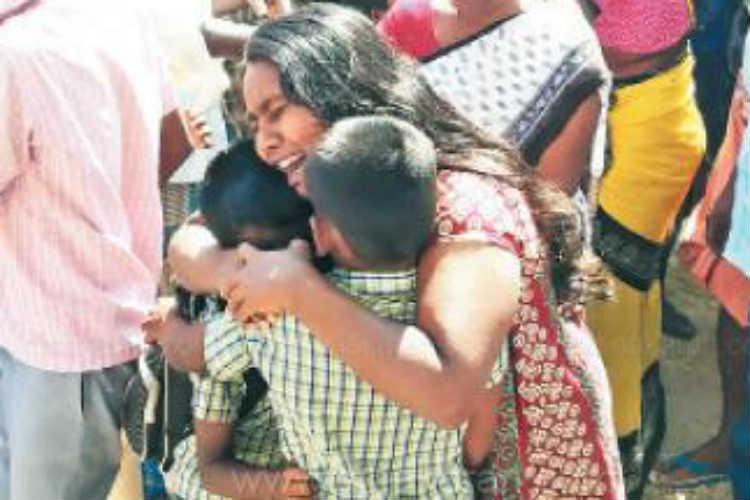 Naam Thamizhar Katchi Cadre kidnaped school students