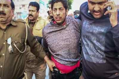 shaheen bagh firing, டெல்லி ஷாஹீன் பாக் பகுதியில் துப்பாக்கிச் சூடு, சிஏஏ எதிர்ப்பு போராட்டம், shaheen bagh protests delhi firing, caa protests delhi, jamia firing