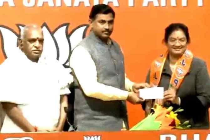 Sasikala Pushpa, Sasikala Pushpa Rajya Sabha MP, Sasikala Pushpa MP, சசிகலா புஷ்பா, சசிகலா புஷ்பா எம்.பி, சசிகலா பாஜகவில் இணைந்தார், Sasikala Pushpa joined in BJP, Sasikala Pushpa joined bjp, பாஜகவில் இணைந்த சசிகலா புஷ்பா