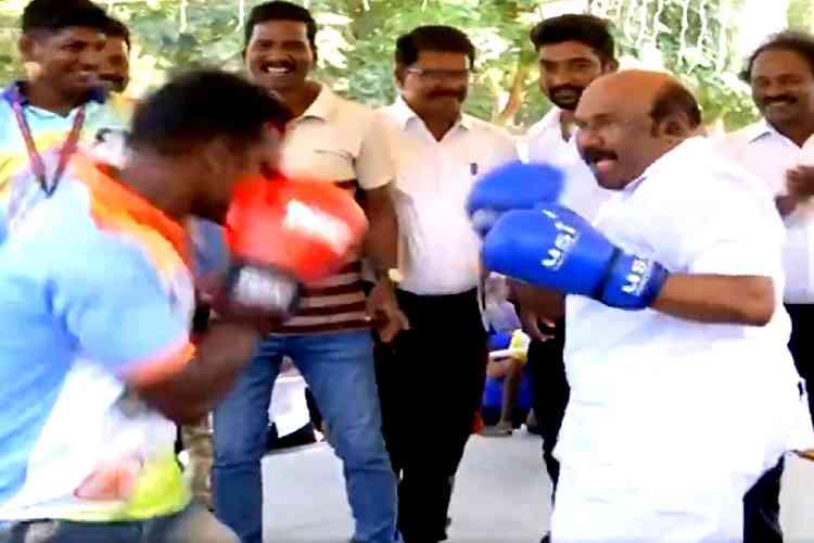 minister jayakumar boxing, jayakumar boxing, minister jayakumar boxer, பாக்ஸிங் செய்த அமைச்சர் ஜெயக்குமார், அமைச்சர் ஜெயக்குமார் பாக்ஸிங், வைரல் வீடியோ, minister jayakumar boxing video, jaykumar boxing video viral, jayakumar boxing viral video, boxing competition