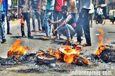 Supreme Court upholds SC & ST Amendment Act, எஸ்சி, எஸ்டி வன்கொடுமை தடுப்பு சட்டம், உச்ச நீதிமன்றம் தீர்ப்பு, SC & ST Amendment Act 2018, sc st act, முன் ஜாமீன் இல்லை, supreme court on sc st act, sc st atrocities act, sc verdict on sc st act, dalit atrocities