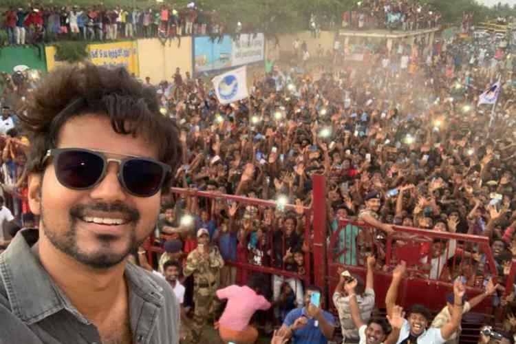 vijay, thank you neyveli, vijay thanks to fans, விஜய், நெய்வேலிக்கு நன்றி தெரிவித்த விஜய், மாஸ்டர் படப்பிடிப்பு, நெய்வேலியில் விஜய், vijay thanks to neyveli fans at shooting spot, master movie shooting at nlc, nlc mine,
