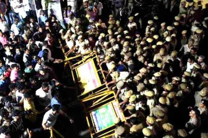 CAA protest, chenai vannarapettai, சிஏஏ எதிர்ப்பு போராட்டம், சென்னை, வண்ணாரப்பேட்டை, washermanpet, sdpi condemn cm statement, போலீஸ் தடியடி, chennai vannarapettai police lathi charge, sdpi party